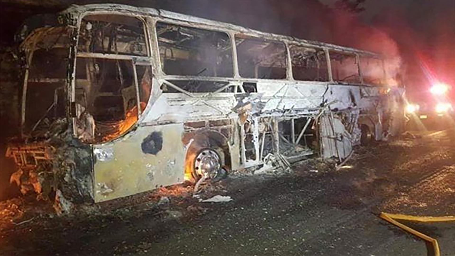 El autobús quedó completamente irreconocible (Foto: Especial)