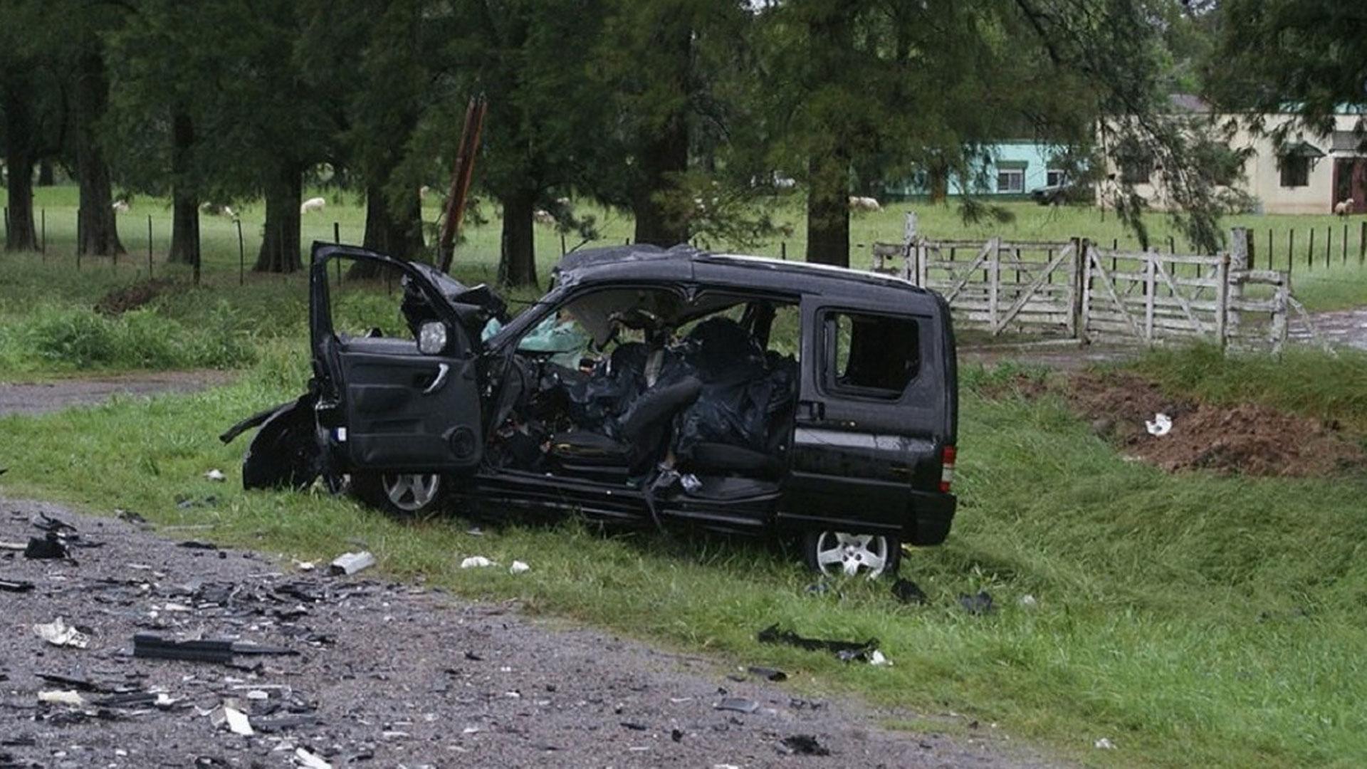 Cuatro ocupantes de una camioneta (todos de la filial boquense de Rawson) murieron y uno resultó herido (Fotos: Twitter)
