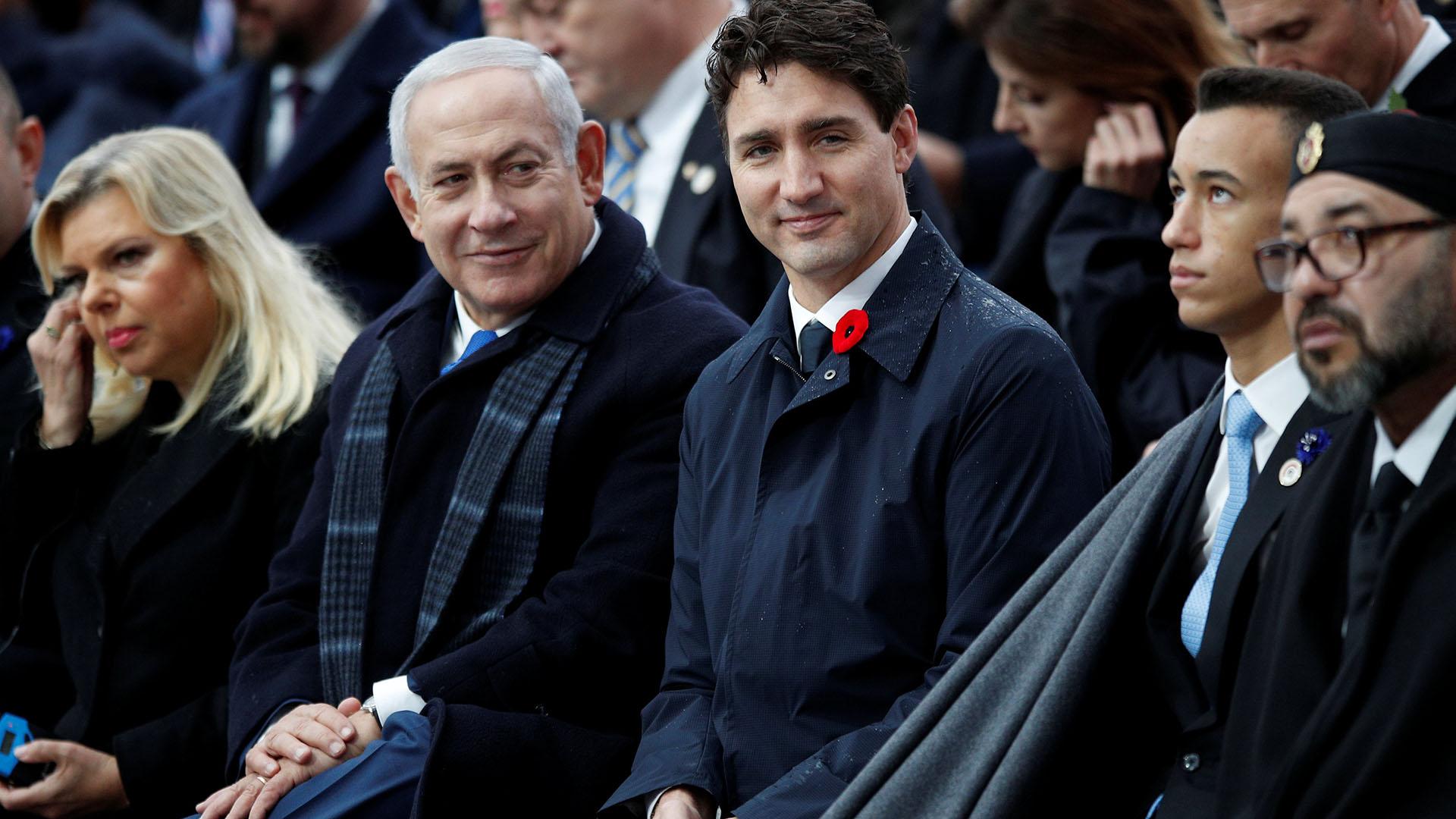 El primer ministro israelí, Benjamin Netanyahu, justo a su esposa Sara y el primer ministro canadiense, Justin Trudeau