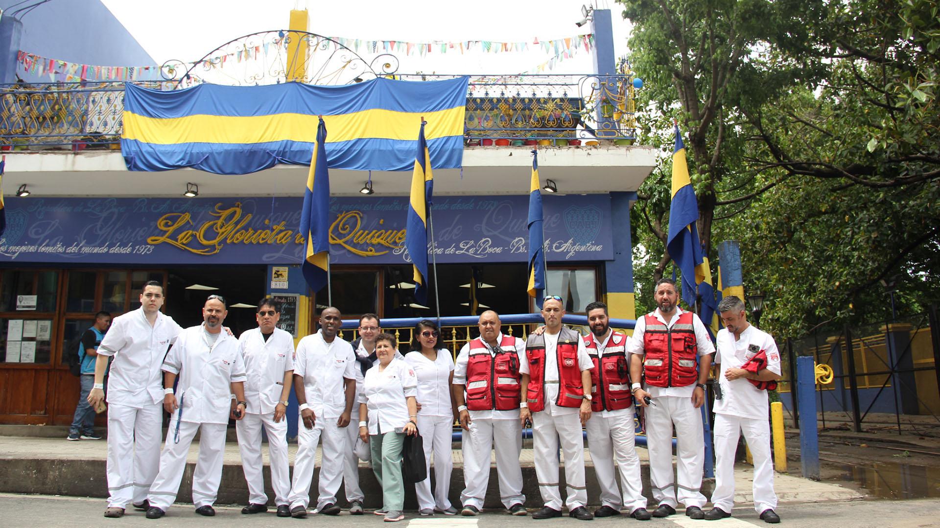 Trabajadores de la salud, ya apostados para asistir a quien lo necesite durante el desarrollo de Boca-River de la primera final de la Libertadores 2018 (Matias Baglietto)