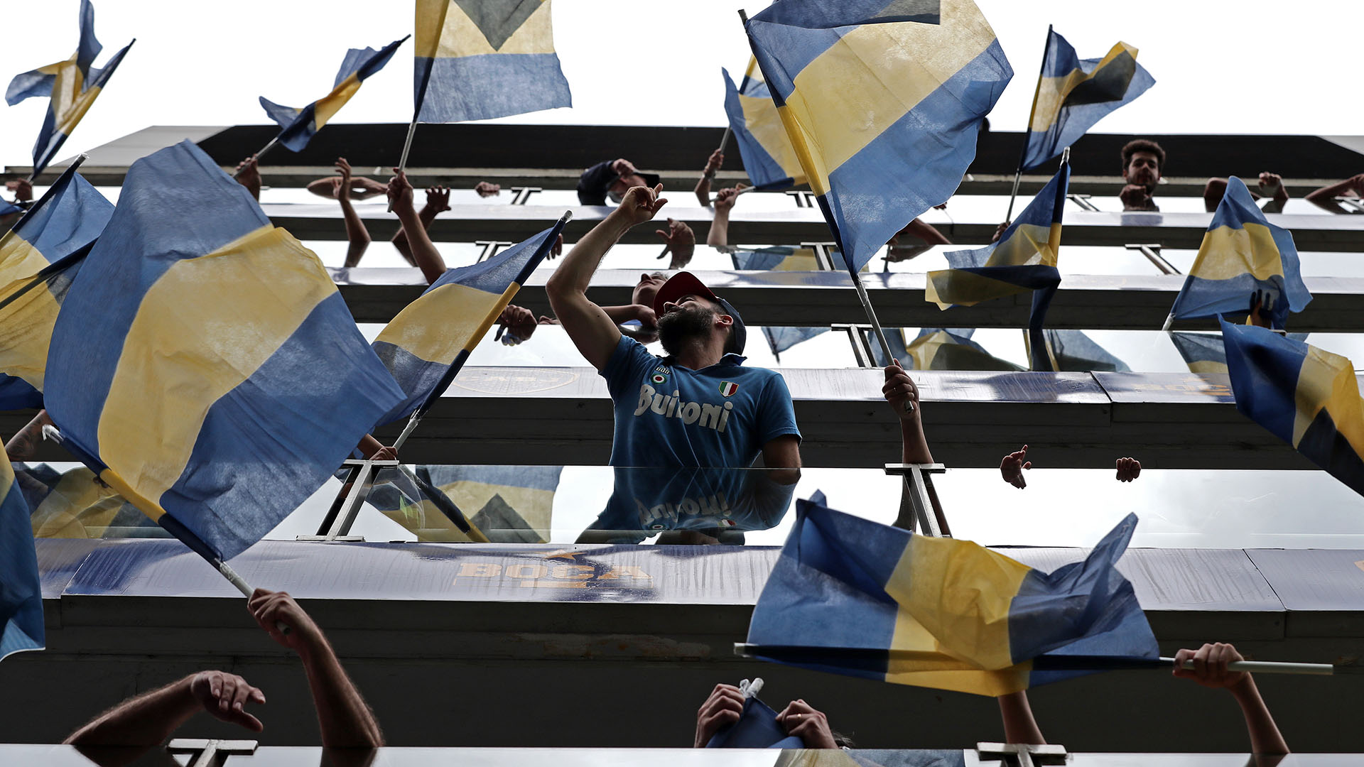 Los palcos lucieron decenas de banderas de Boca