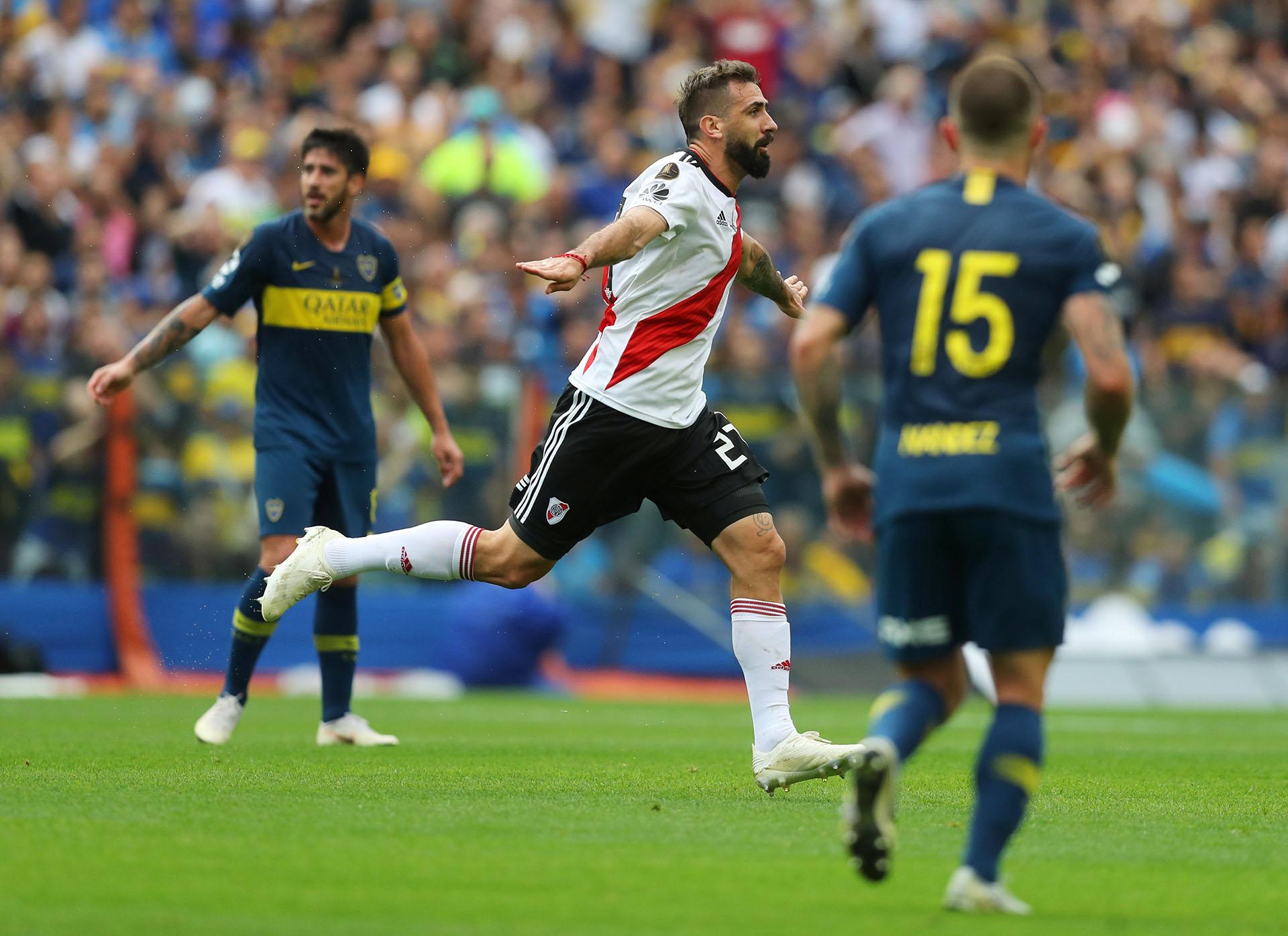 El delantero se llevó la marca de Carlos Izquierdoz y definió mano a mano con Agustín Rossi