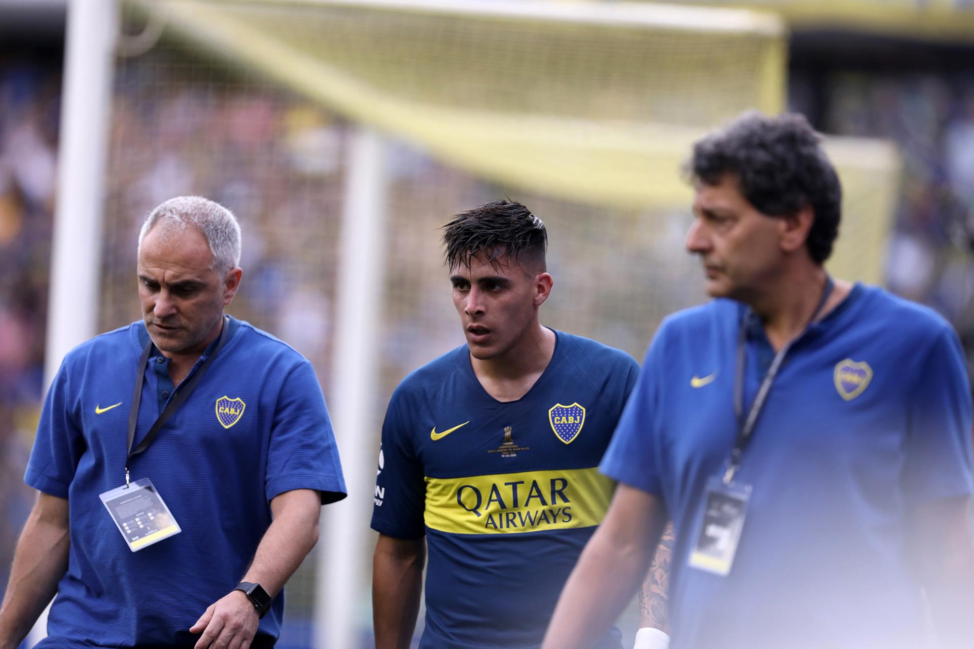 Pavón se retiró lesionado y en su lugar ingresó Benedetto