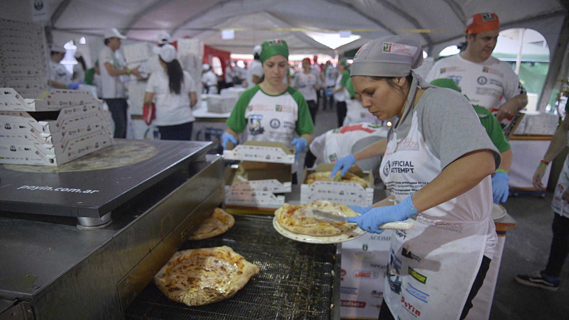 La Asociación de Propietarios de Pizzerías y Casas de Empanadas logró el récord Guinness por elaborar 11.000 pizzas en doce horas