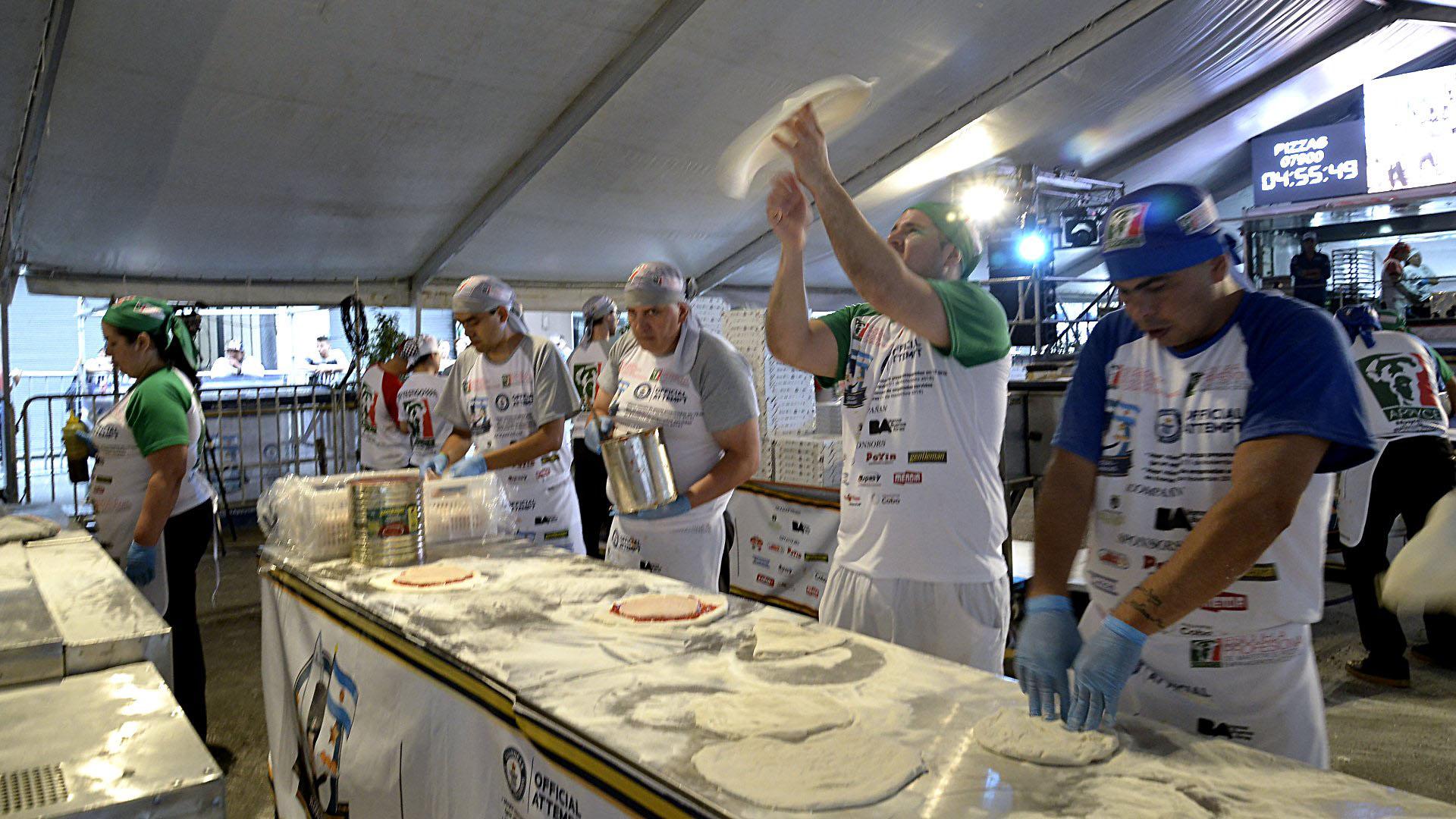 Los rápidos movimientos de manos de los cocineros de distintas partes del país fueron observados por todos los visitantes