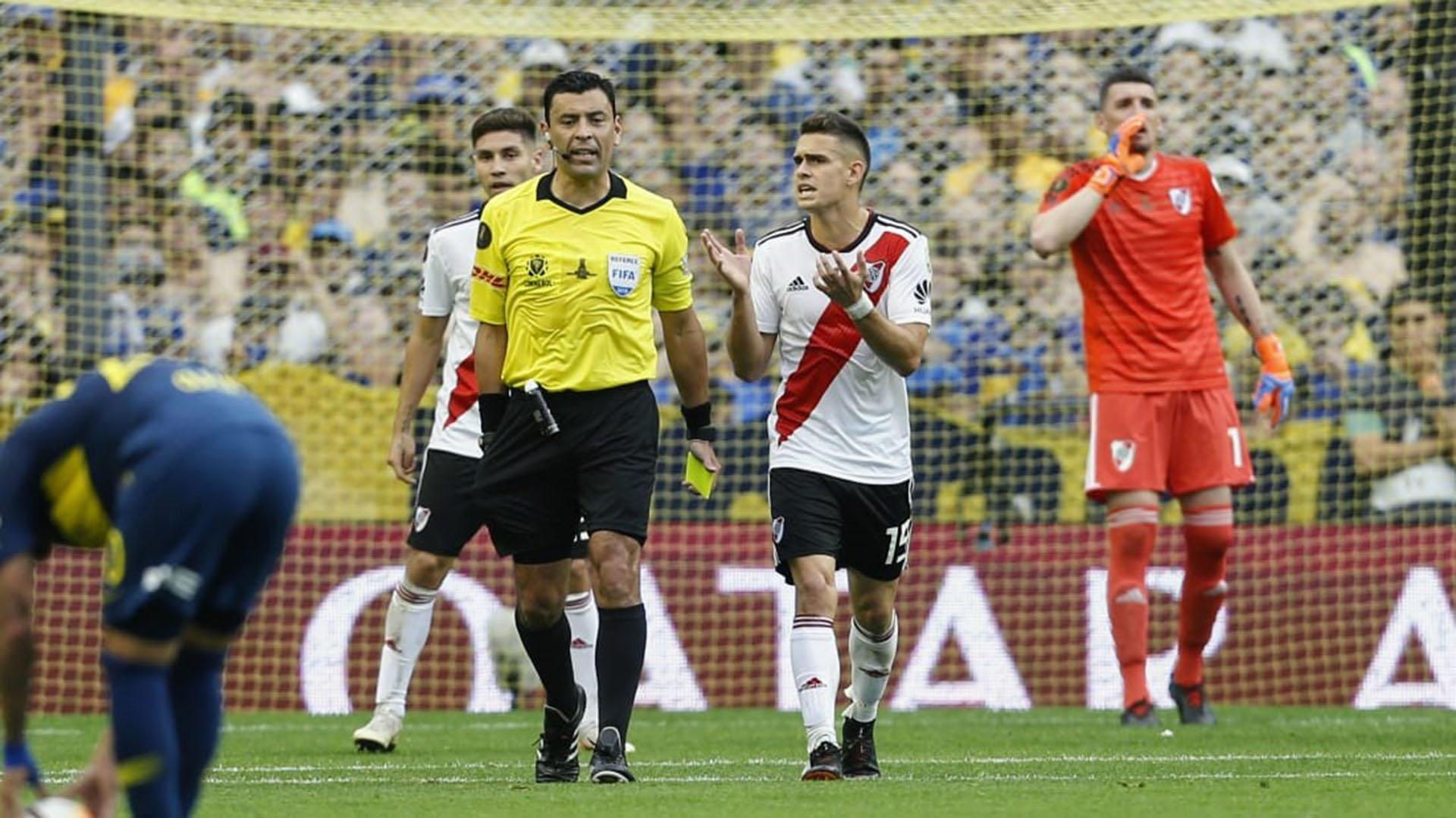 Borré fue amonestado llegó a la tercera amarilla y no jugará la revancha