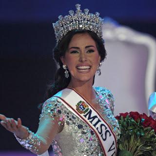 La ahora actriz ganó el Miss Venezuela en 2011 y un año más tarde participó en Miss Universo