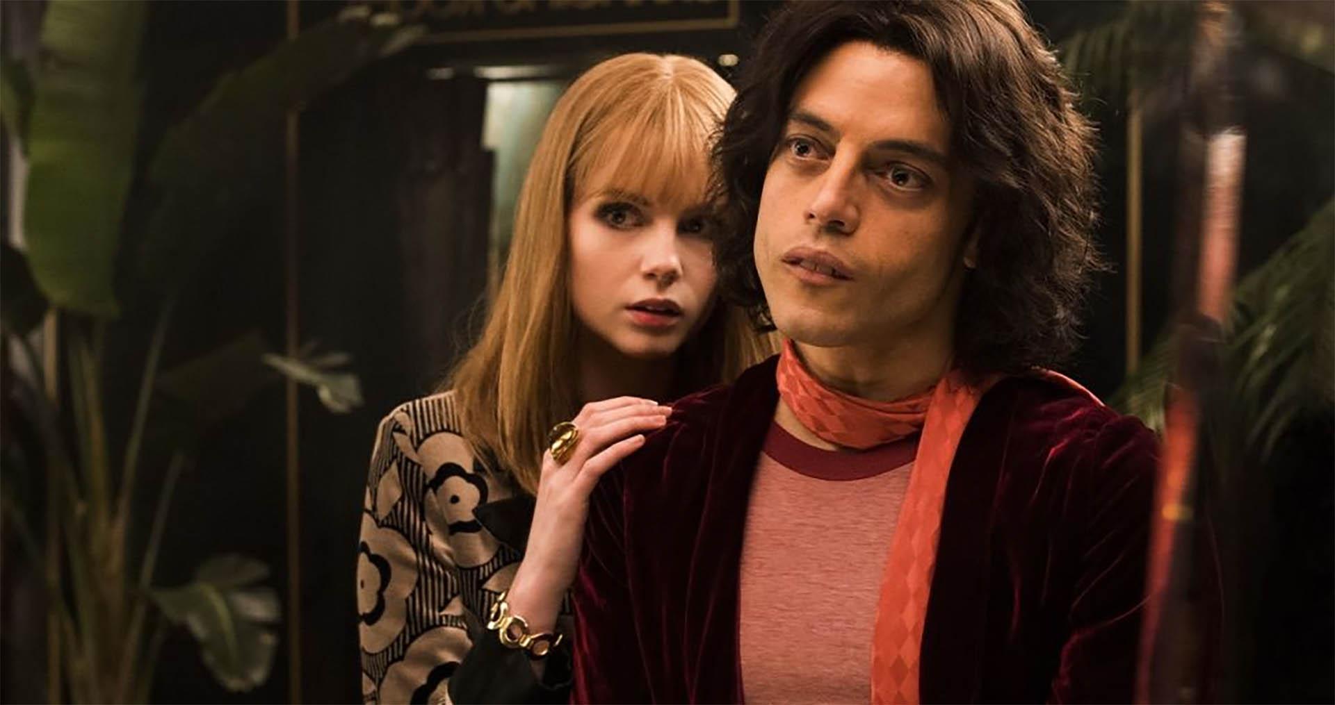 La actriz Lucy Boynton interpreta a Mary, quien fue pareja del cantante durante varios años