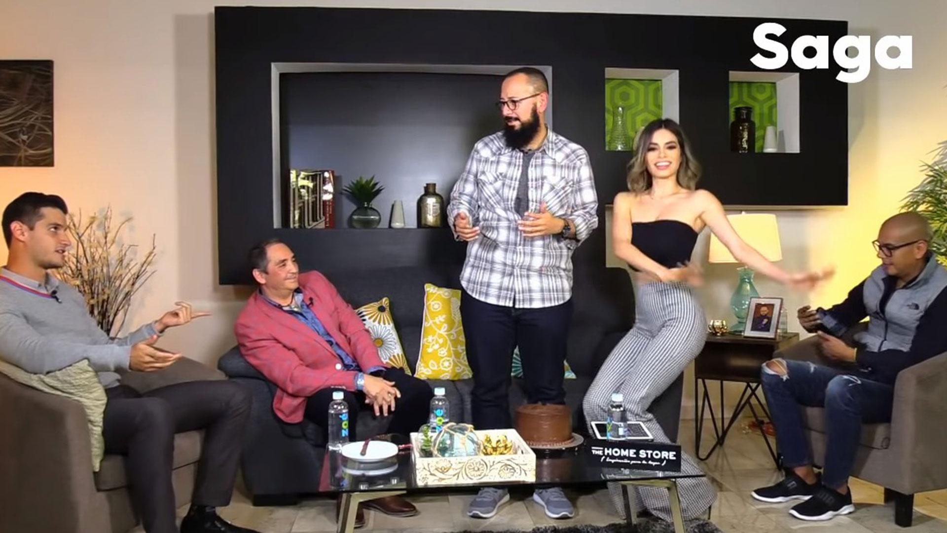 """Pamela Longoria imitó a Yanet García bailando, como lo hace en el programa matutino """"Hoy"""" de Televisa. (YouTube La Saga"""