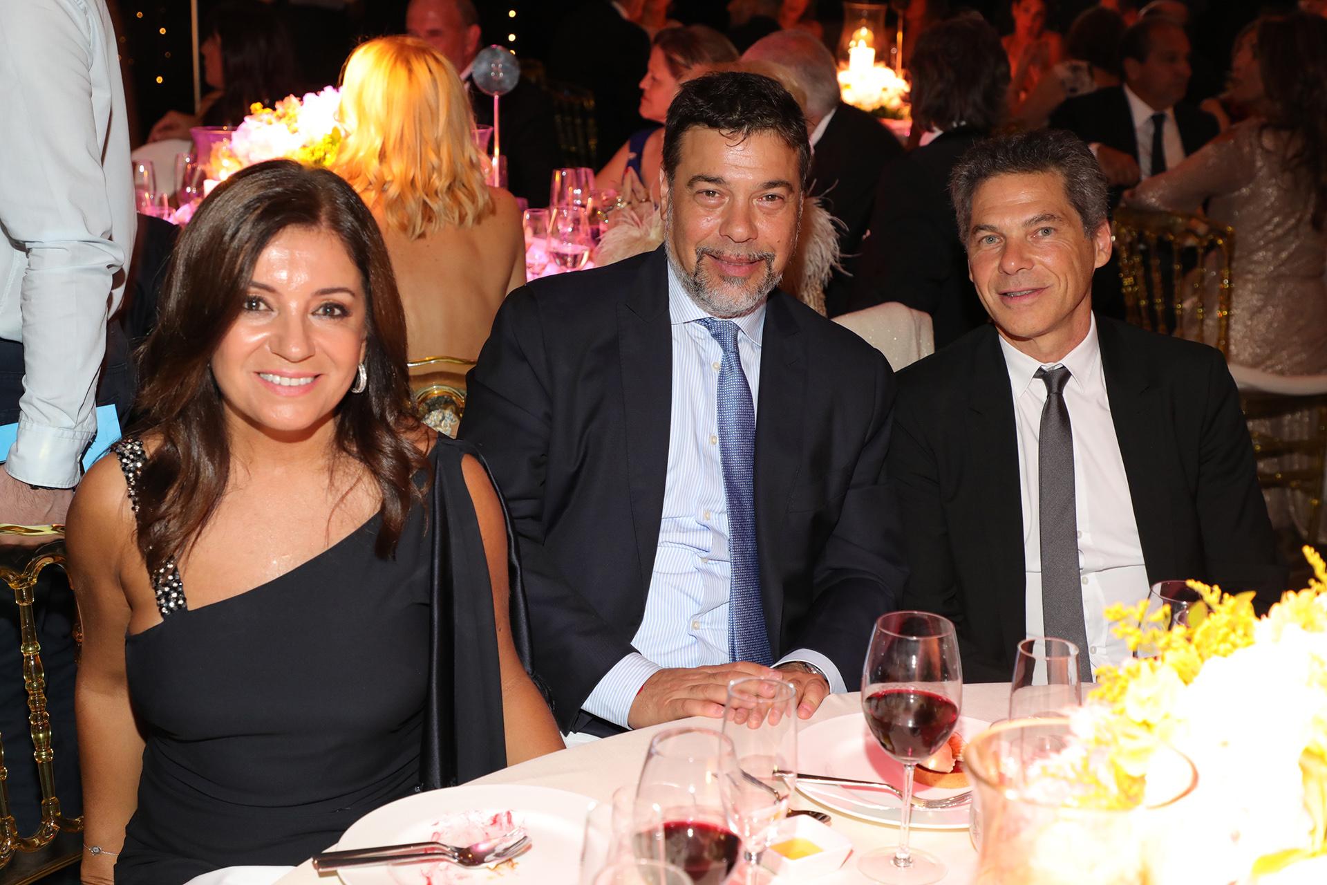 Darío Werthein y su mujer Cecilia junto a Calilo Sielecki