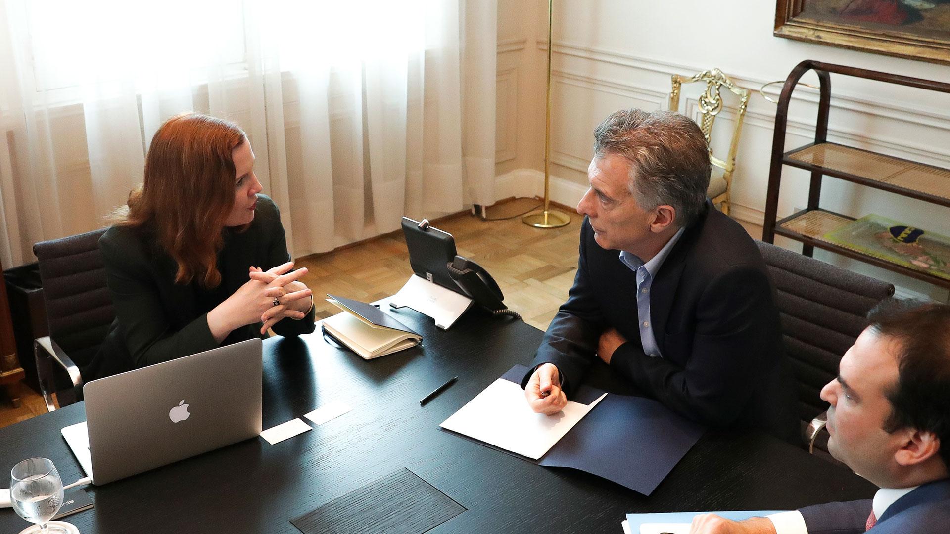 Kate Crawford durante el encuentro que tuvo con Mauricio Macri en la Casa Rosada(NA)