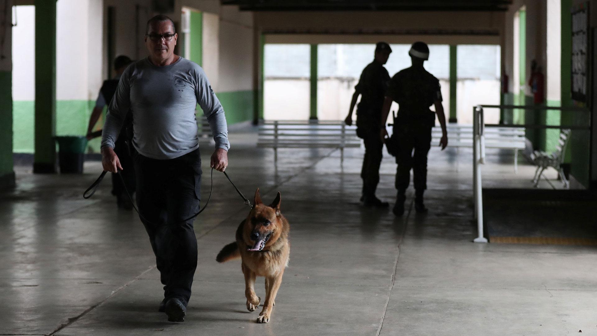 El operativo policial en escuelas brasileñas abarcó 27 estados (Reuters)