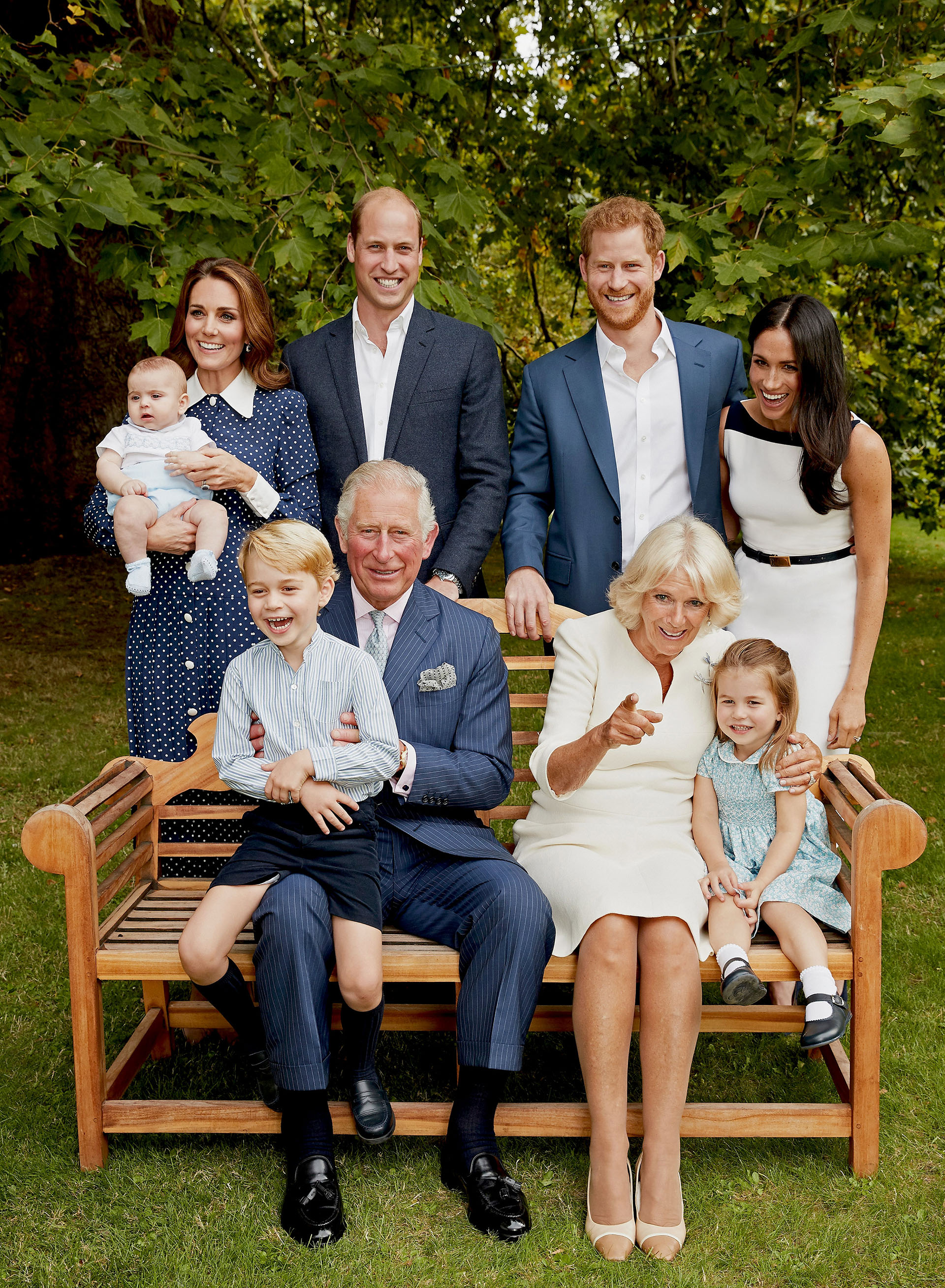 A pesar de los rumores de distanciamiento entre los príncipes William y Harry, posaron todos juntos para celebrar los 70 años del príncipe Carlos. La imagen dio la vuelta al mundo