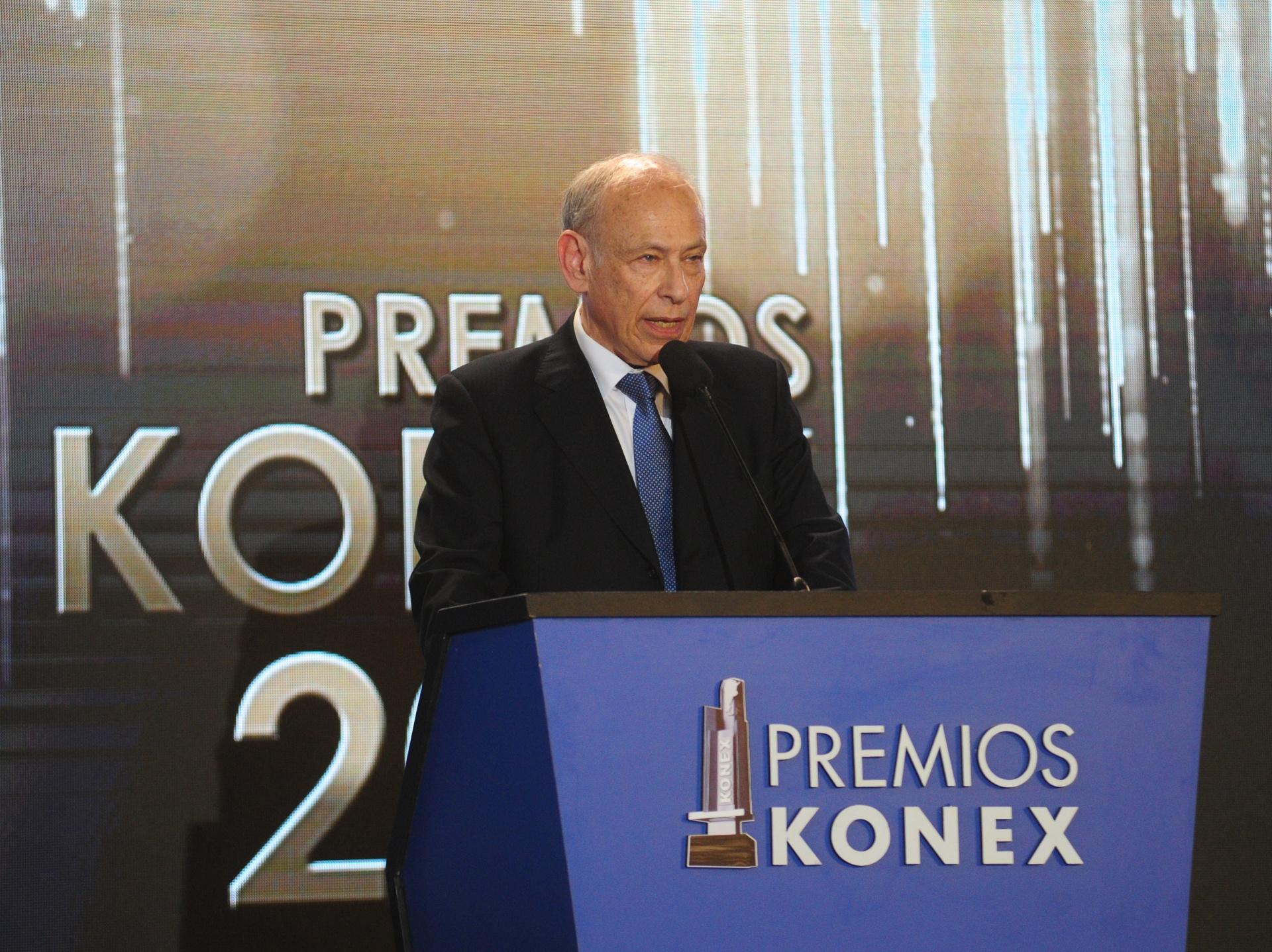 El presidente de la Fundación Konex, Luis Ovsejevich, durante elacto culminatorio de entrega de los Premios Konex a quienes demostraron la mejor labor en su actividad y en la última década (2008-2017), que se llevó a cabo en el Salón de Actos de la Facultad de Derecho de la Universidad de Buenos Aires