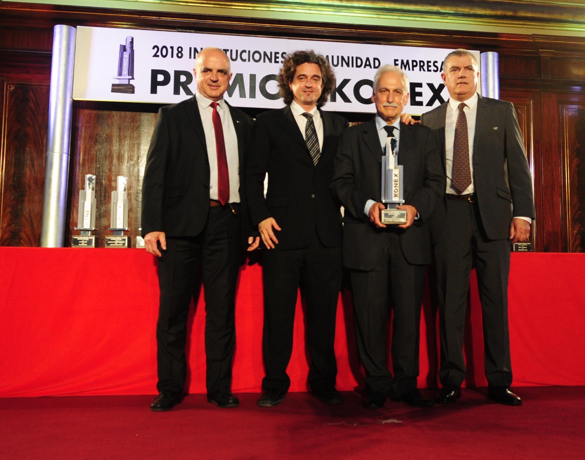 INVAP: Konex de Platino – Entidades de Investigación Científica y Tecnológica. El Premio fue recibido por Héctor Otheguy