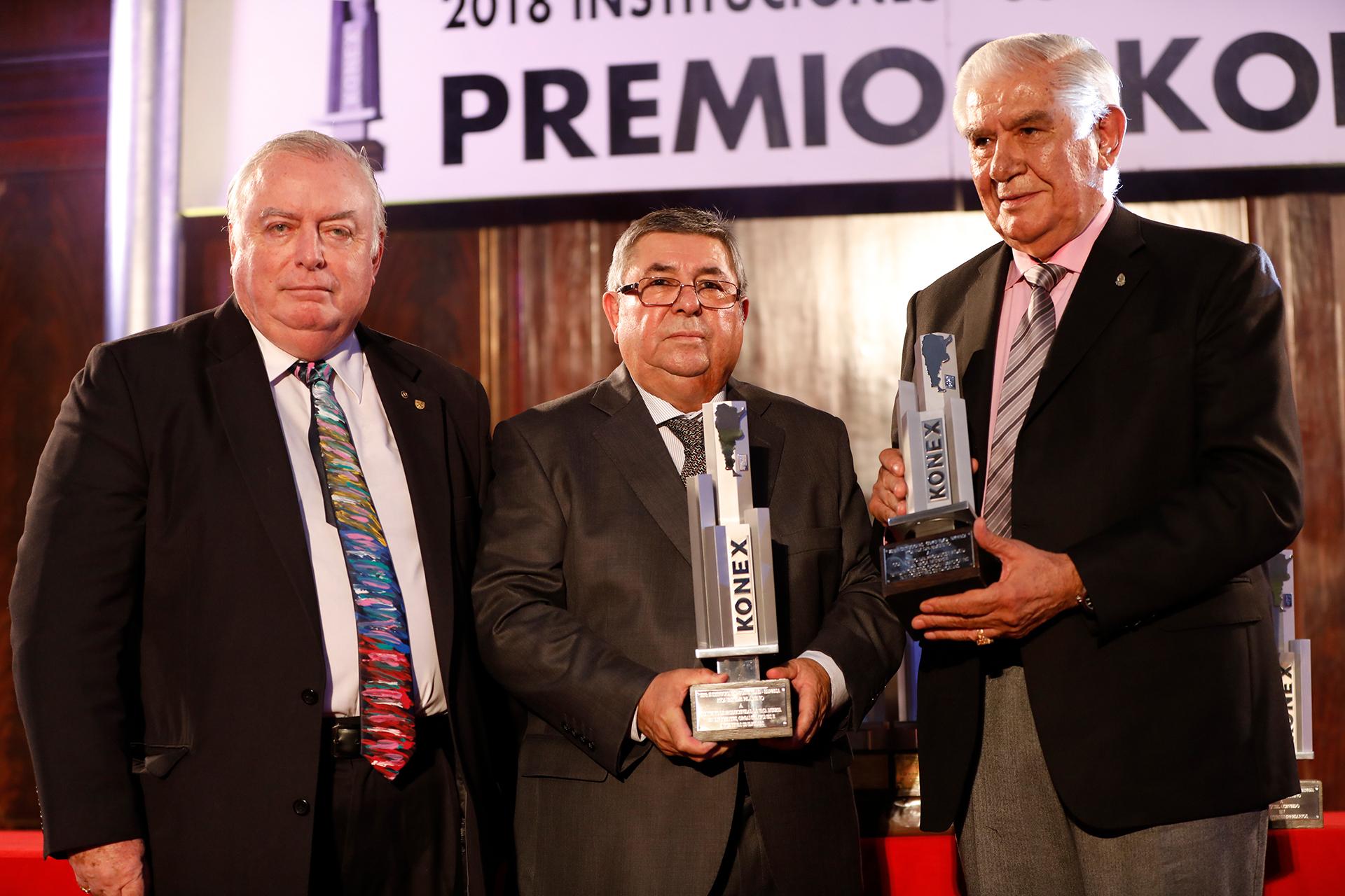 Julián De Diego entregó el Konex de Platino en la disciplina Dirigentes, Organizaciones e Iniciativas Sindicales al Convenio de Productividad de Vaca Muerta