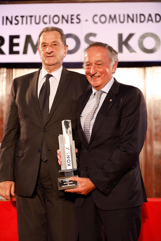 Miguel Acevedo: Konex de Platino en la disciplina Dirigentes Empresarios. Entregó el Premio, Bernardo Kosacoff