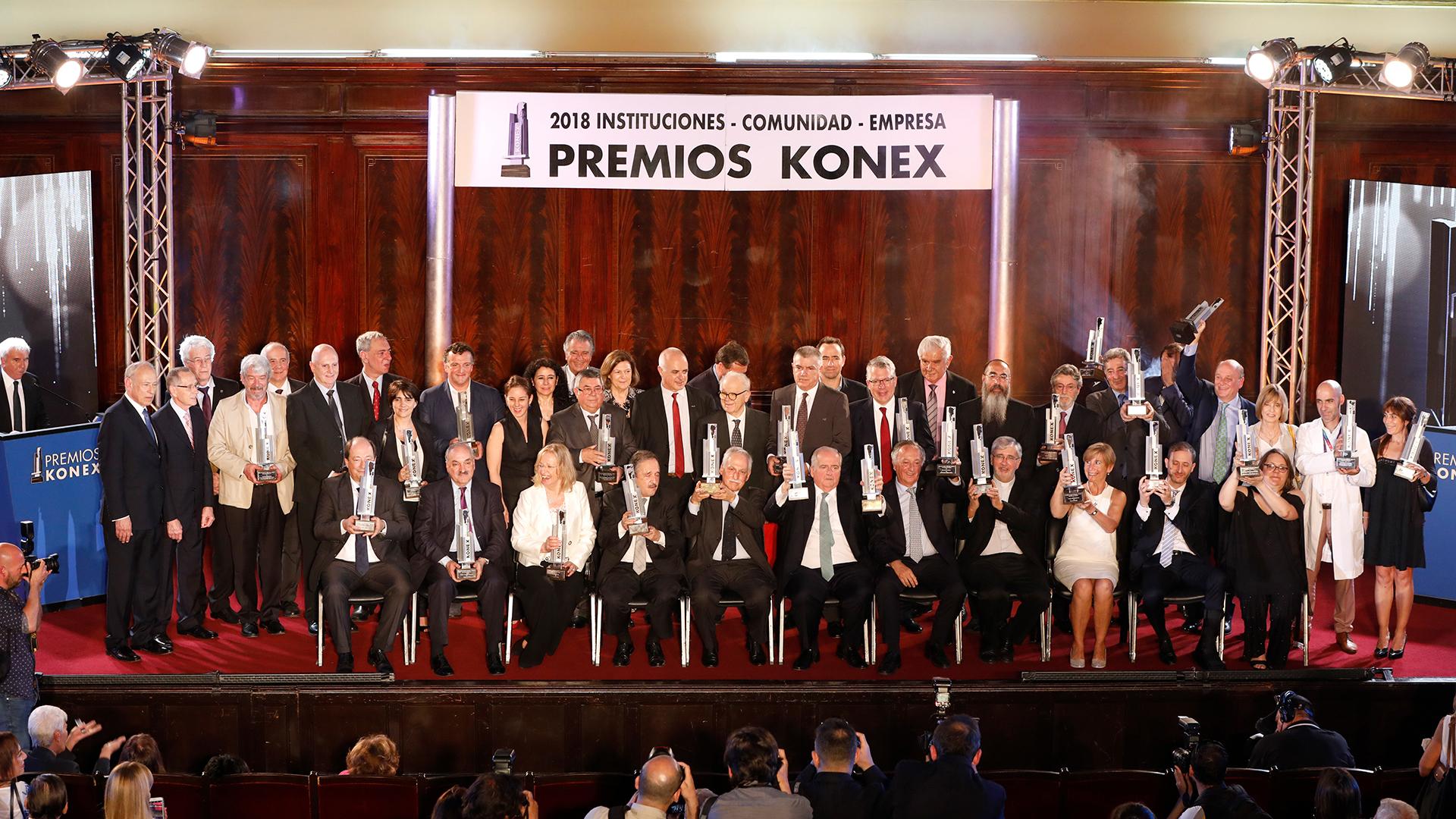 La foto grupal de los ganadores de los Premios Konex 2018 Instituciones- Comunidad – Empresa