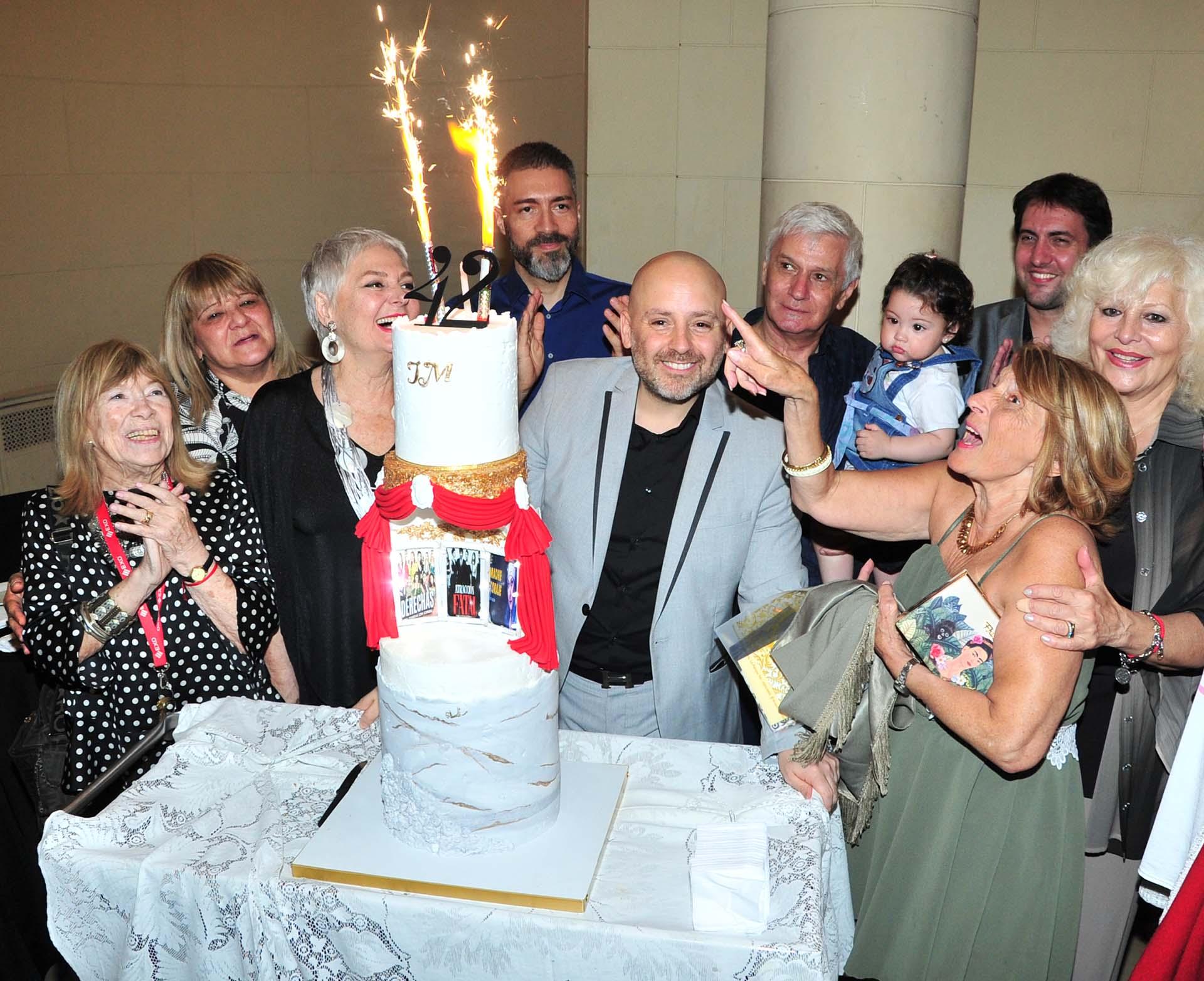 José María Muscari cumplió 42 años y fue homenajeado en la Legislatura porteña. El director teatral fue nombrado Personalidad Destacada de la Cultura (Teleshow)