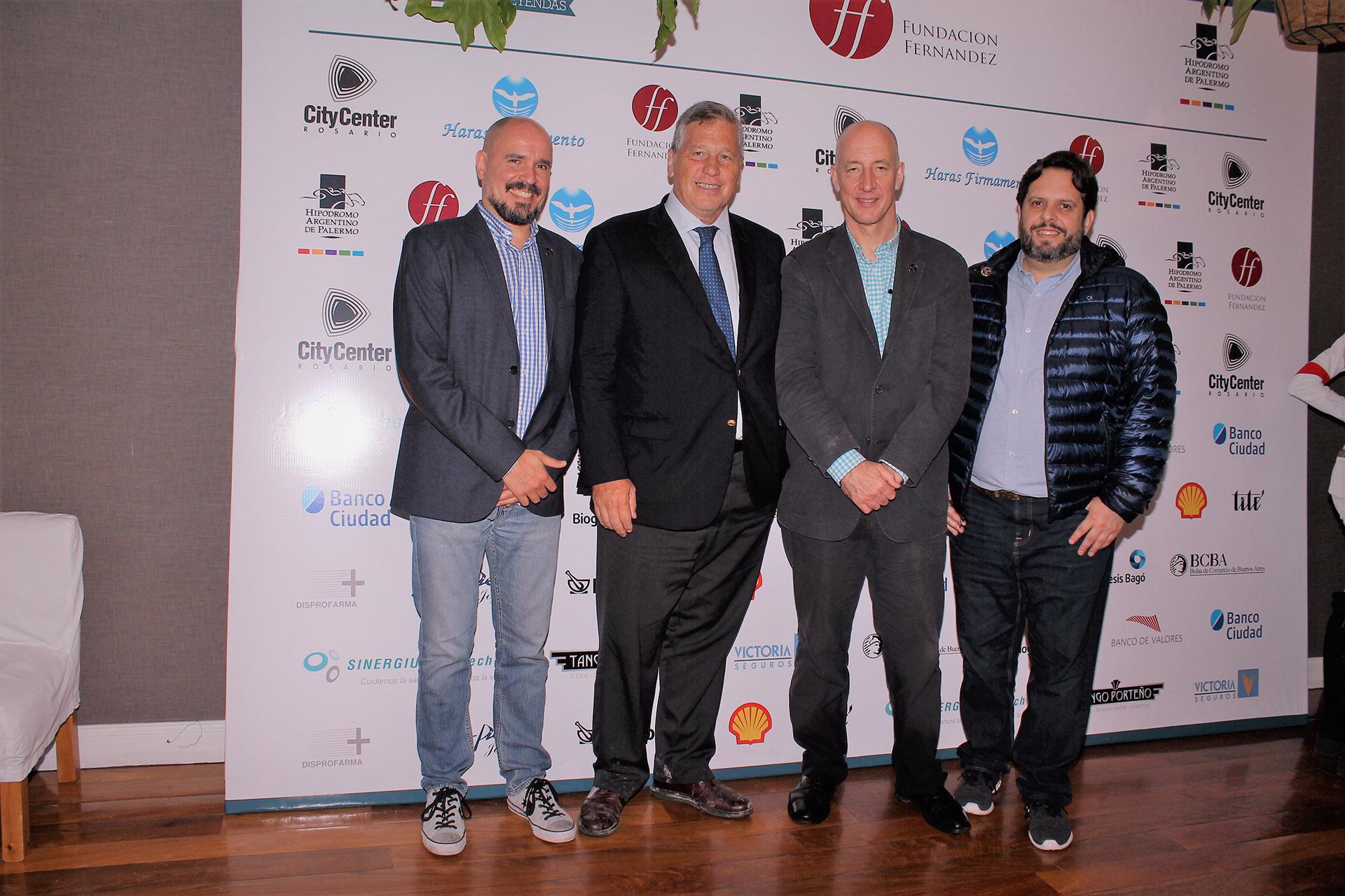 Antonio Bullrich, presidente de la Comisión de Carreras del Hipódromo Argentino de Palermo, junto al embajador británico, Mark Kent.El total de lo recaudado será destinado para finalizar la obra de la Sala de Recuperación de la Guardia del Hospital Fernández
