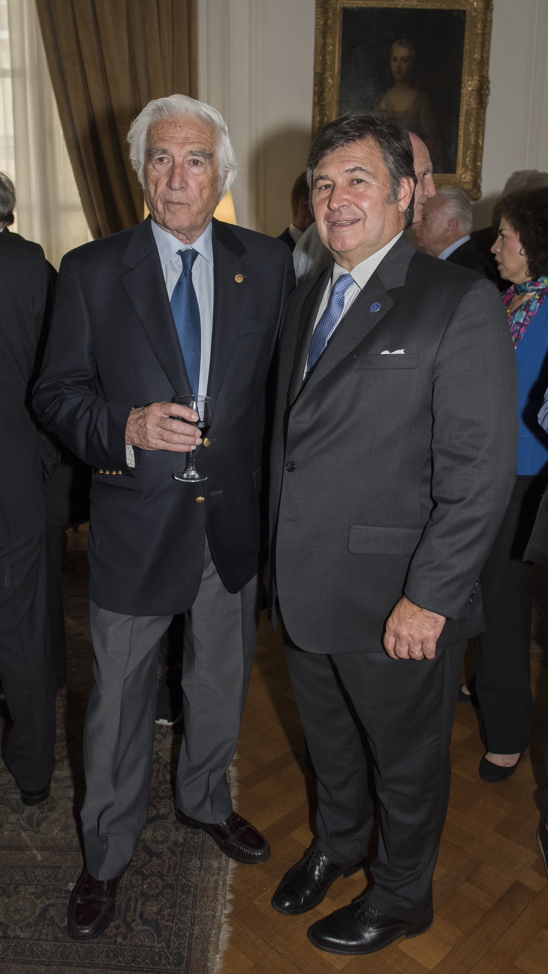 El ex presidente de la Sociedad Rural Argentina, Luciano Miguens, junto al actual presidente, Daniel Pelegrina