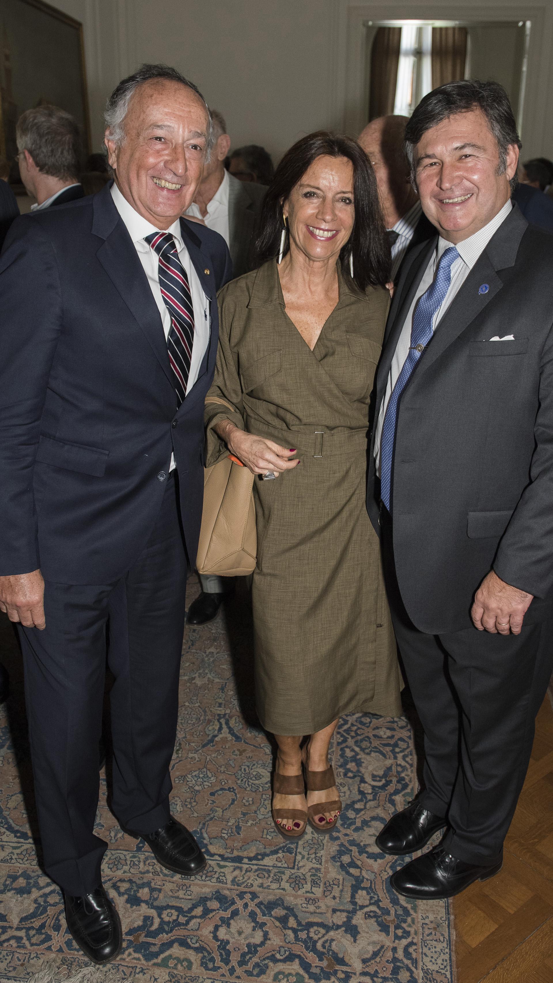 Miguel Acevedo: Konex de Platino en la disciplina Dirigentes Empresarios, junto a Carolina Barros (Corporación América) y Daniel Pelegrina, presidente de la Sociedad Rural Argentina
