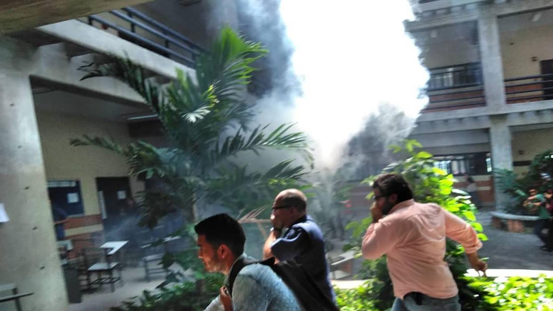 Los colectivos chavistas dispararon contra los estudiantes y tiraron gases lacrimógenos (Foto: Congreso Nacional de Juventudes)