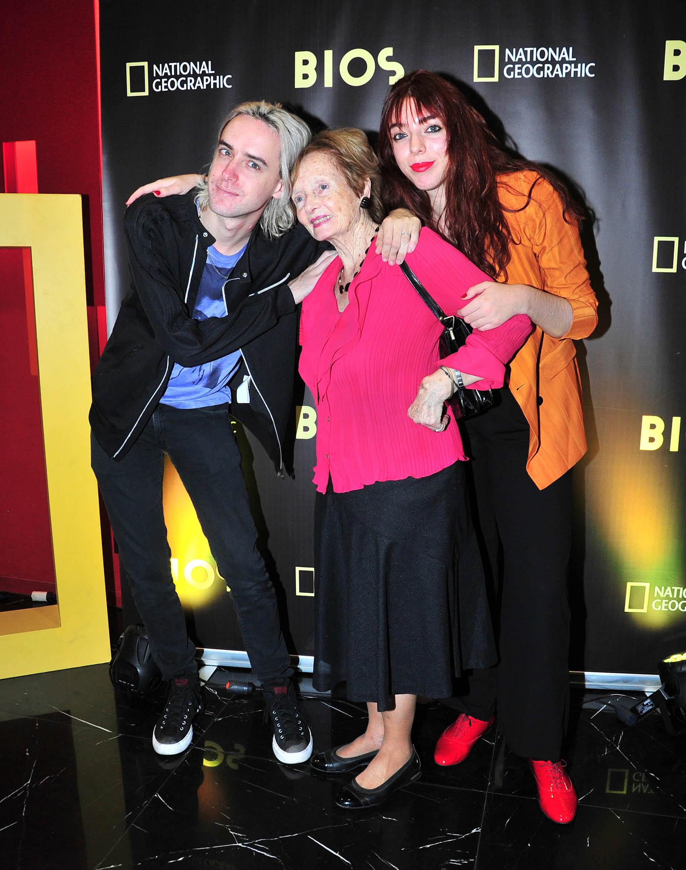 Benito Cerani, con su abuela Lilian y su hermana Lisa
