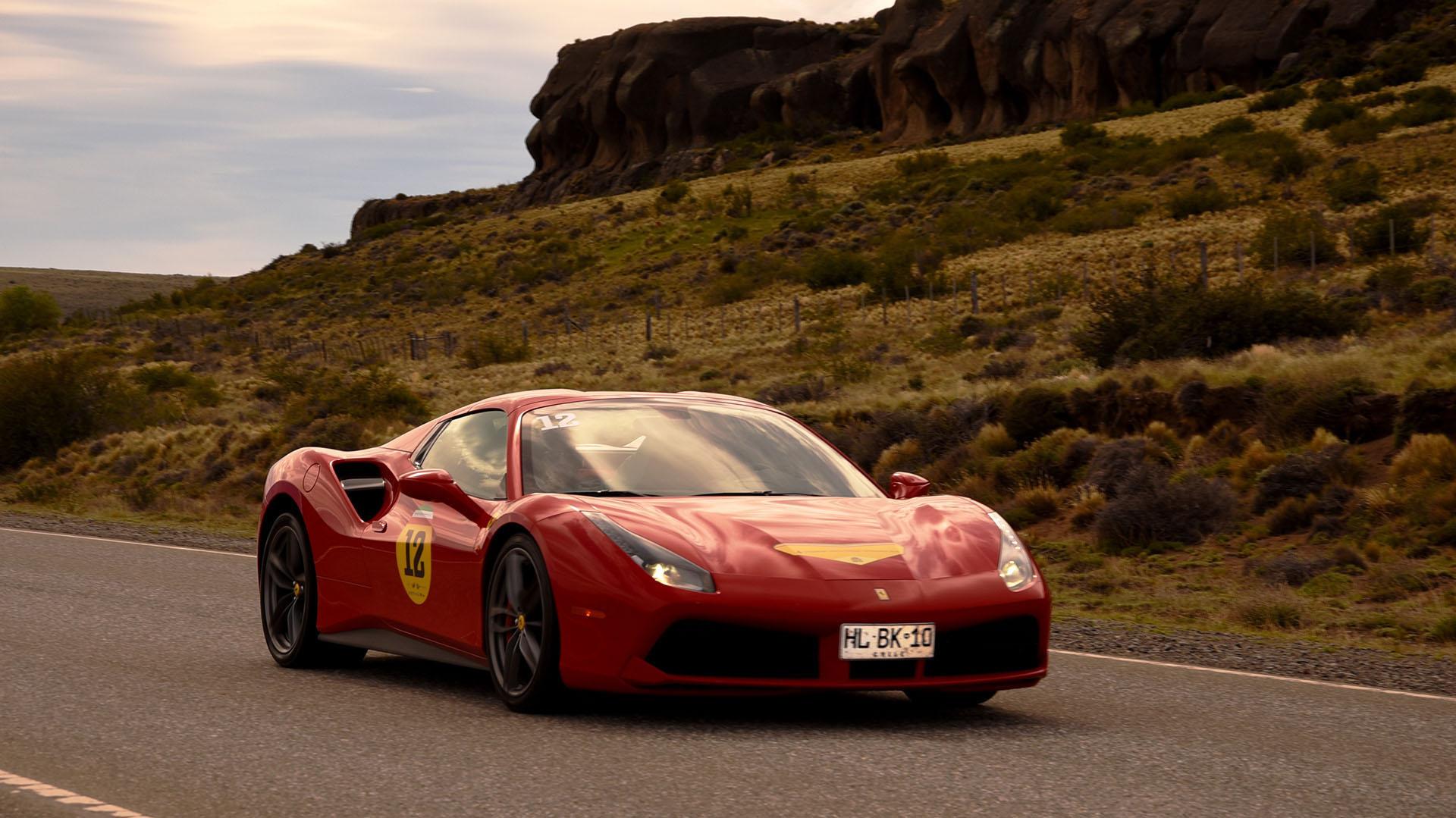 Un Ferrari488 GTB: fue el comienzo de una nueva era en la marca. Suposo el fin de los motores atmosféricos y elinicio de un tiempoconmotores V8 sobrealimentados. Significó, a su vez, la evolución y actualización del mítico 458 Italia