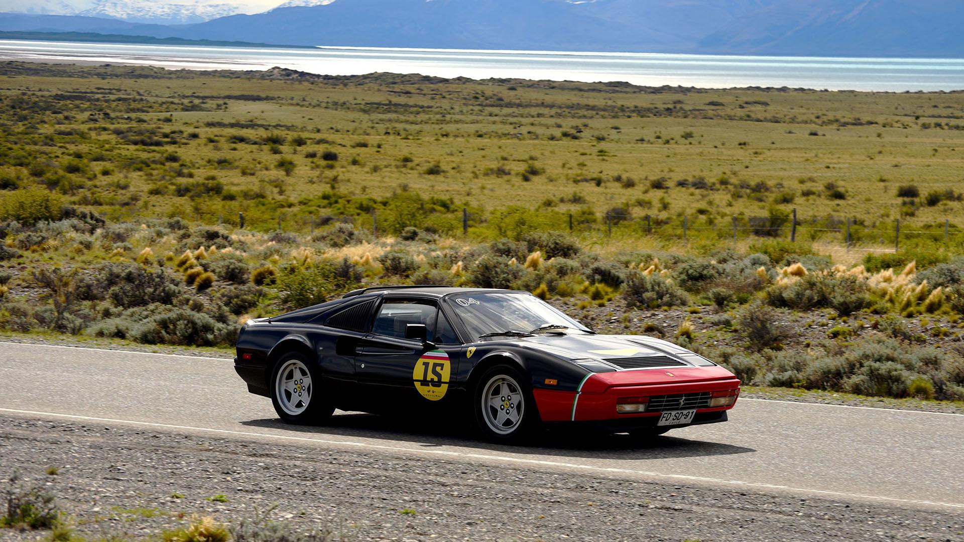 El ejemplar más antiguo que integró el Passione Unica Ferrari fueun 328 GTS de 1985 pintado en rojo y negro. El deportivo clásico fue fabricado entre mediados de la década del 80 y principios de la del 90