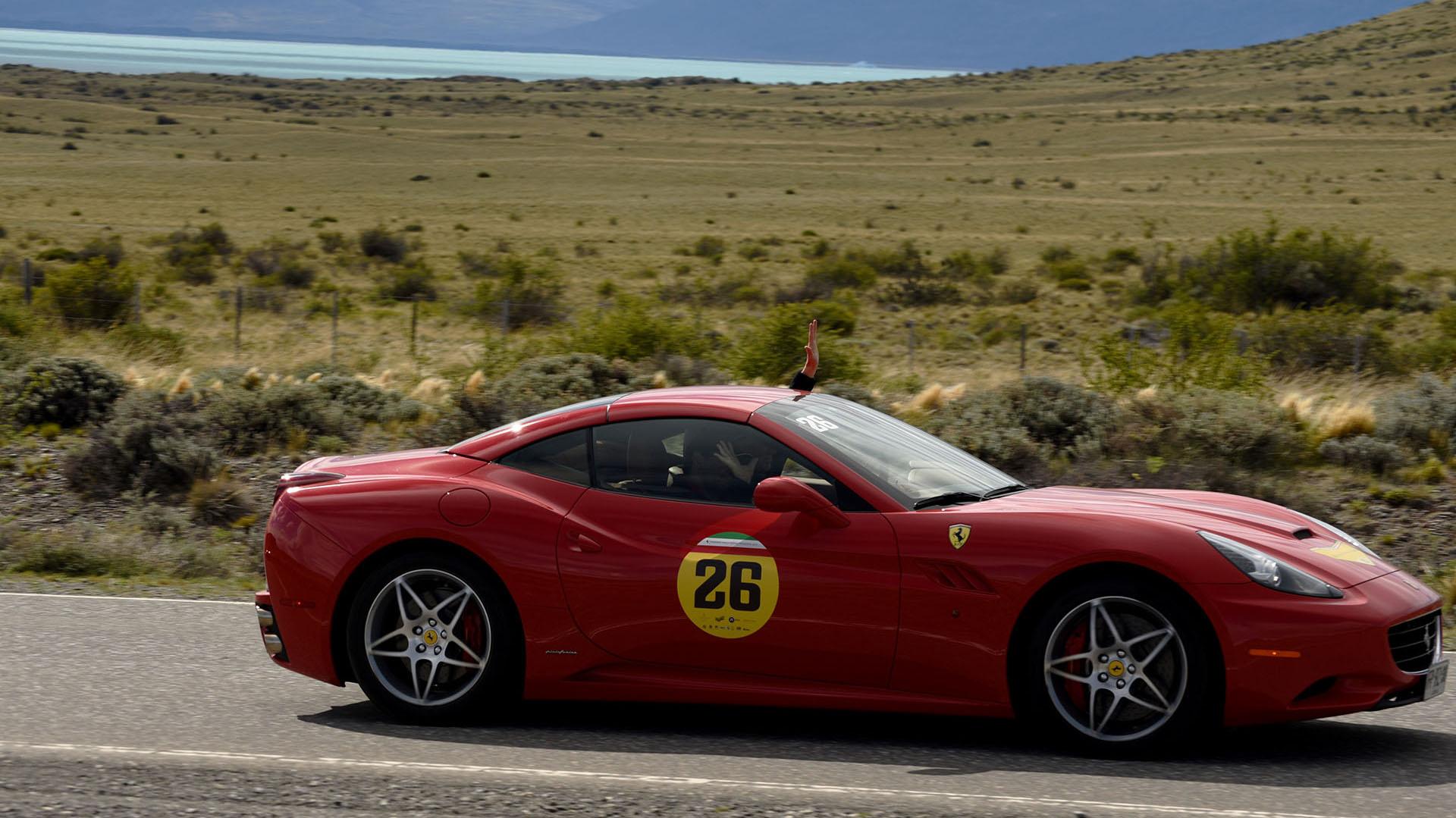"""Ferrari California, un exponente. Presentado en el Salón del Automóvil de París de 2008, fue diseñado por la empresa de diseño italiana Pininfarina y es calificado por la propia marca como un automóvil """"deportivo, elegante y versátil que representa la combinación perfecta de innovación, tecnología y diseño"""""""