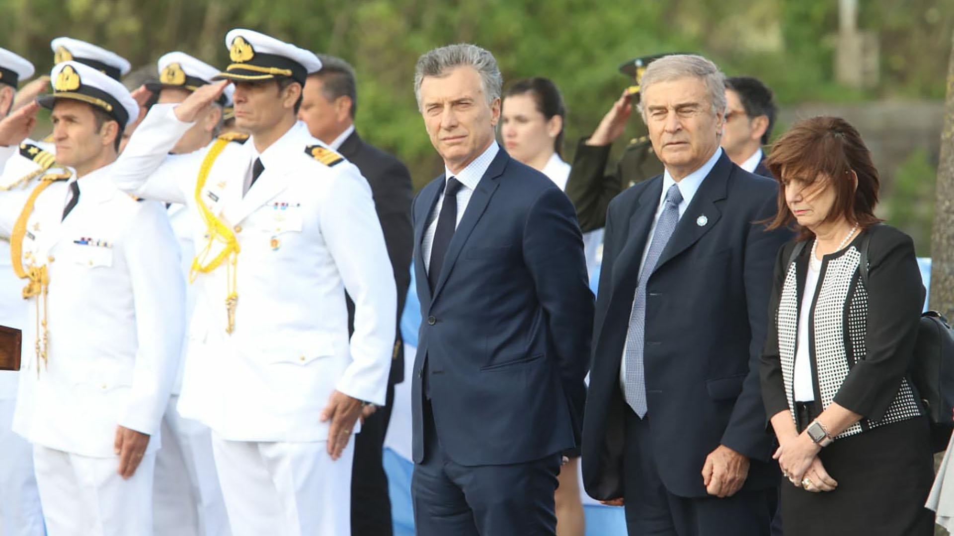 El jefe de Estado aseguró que seguirán buscando el submarino