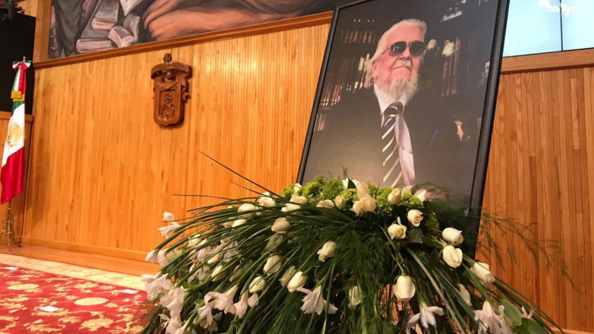 Fernando del Paso fue homenajeado con emotivos discursos (Fotos: Twitter udg_oficial)