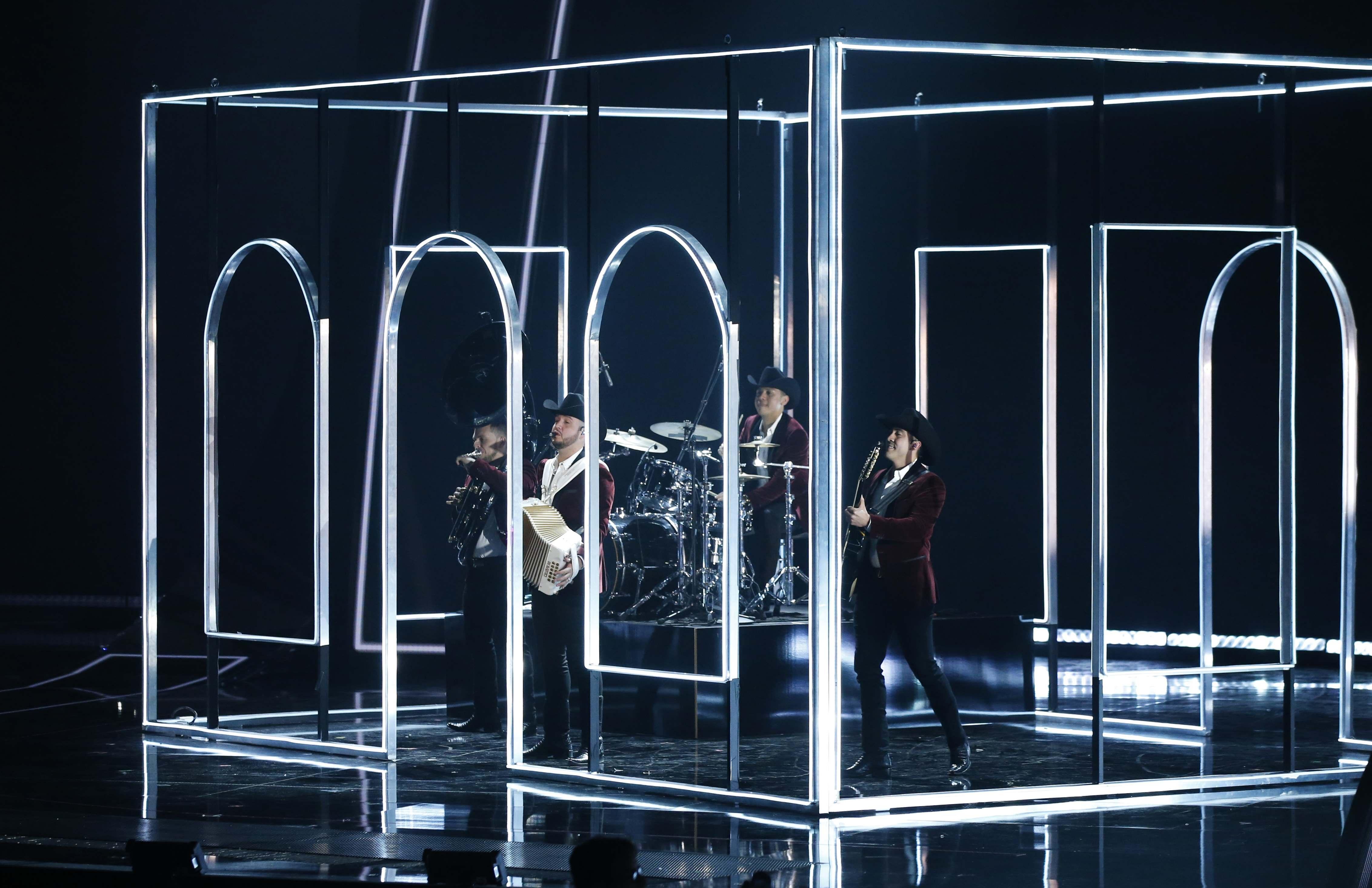 El grupo mexicano Calibre 50 interpretó su canción 'Corrido de Juanito' durante el show