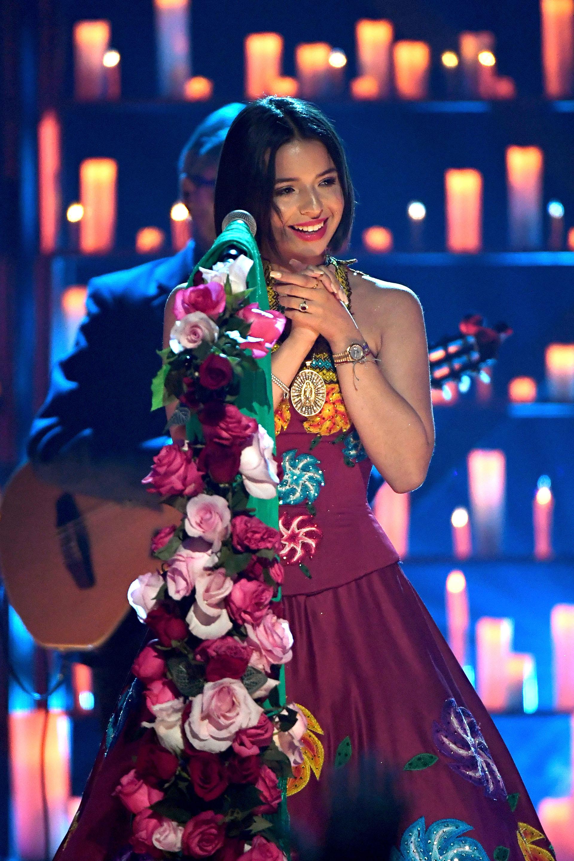 Angela Aguilar emocionada tras su performance