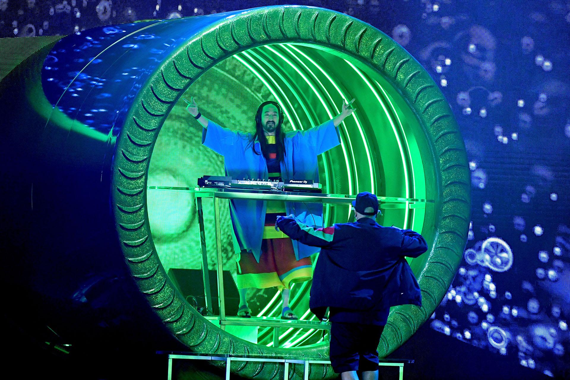 La vibrante presentación de Steve Aoki y Nicky Jam