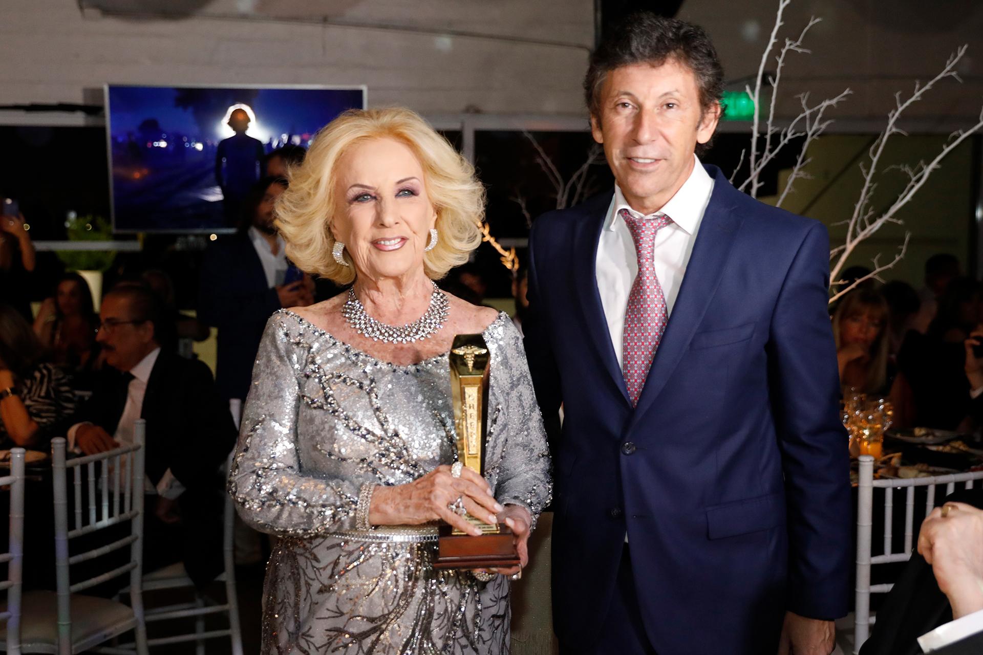 """Mirtha Legrand, invitada de lujo todos los años, fue distinguida con el premio """"Cheers de Oro"""" por su vocación de servicio y apoyo a instituciones de bien, el marco de sus 50 años de carrera televisiva"""