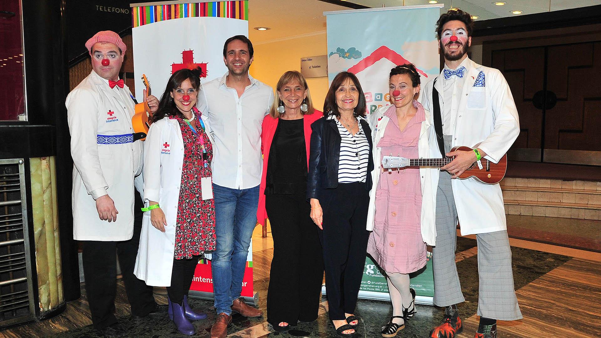 Beatriz Resnik, la coordinadora de Casa Garrahan, con su equipo