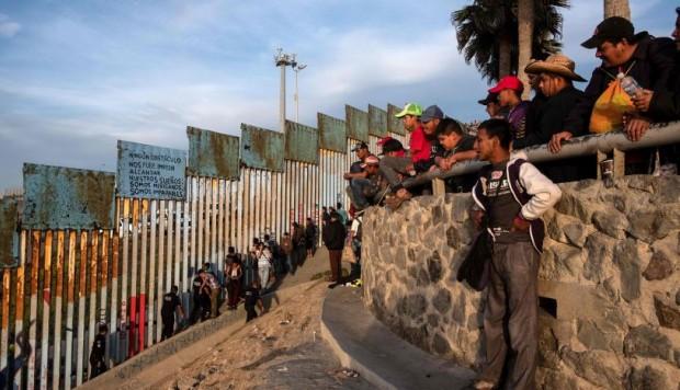 Los migrantes hondureños deberán esperar al menos cuatro meses en Tijuana para solicitar asilo en EEUU (Foto: AFP)