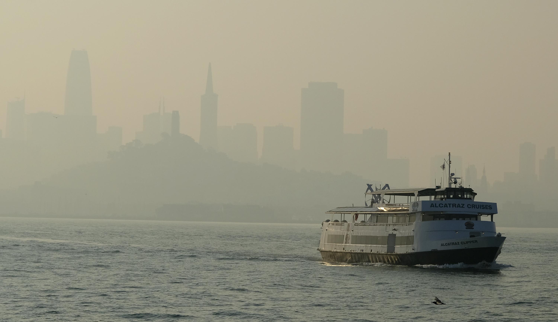 A pedido de la alcaldesa London Breed, el transporte público es gratis este viernes. Los vuelos en el aeropuerto internacional de San Francisco también se vieron perturbados debido a la reducida visibilidad