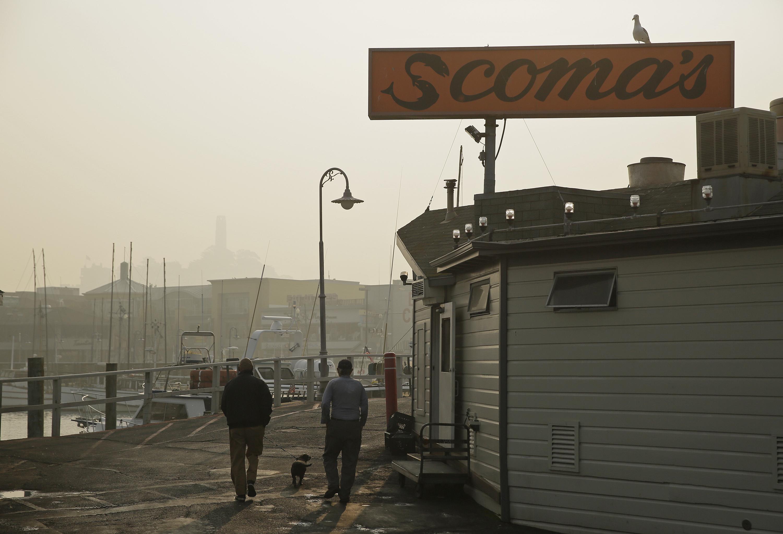 """Aunque las investigaciones siguen hoy activas y no se ha determinado la causa del gigantesco y mortífero incendio que quema en California, todas las miradas se centran en la principal compañía eléctrica de la zona, que detectó un """"problema"""" justo antes de que declararse el fuego"""