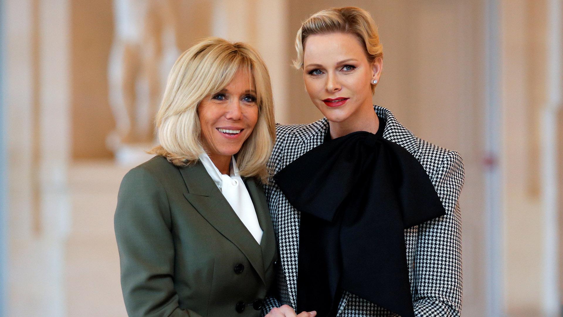 Ambas mujeres derrocharon simpatía y mucha elegancia en sus estilismos