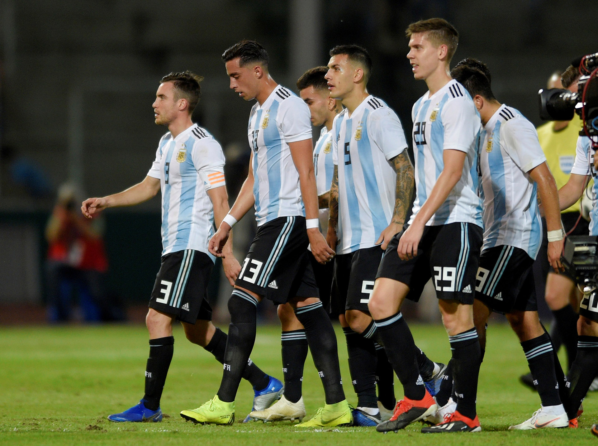 Los jugadores argentinos se retiraron al descanso con la ventaja por la mínima diferencia (Reuters)