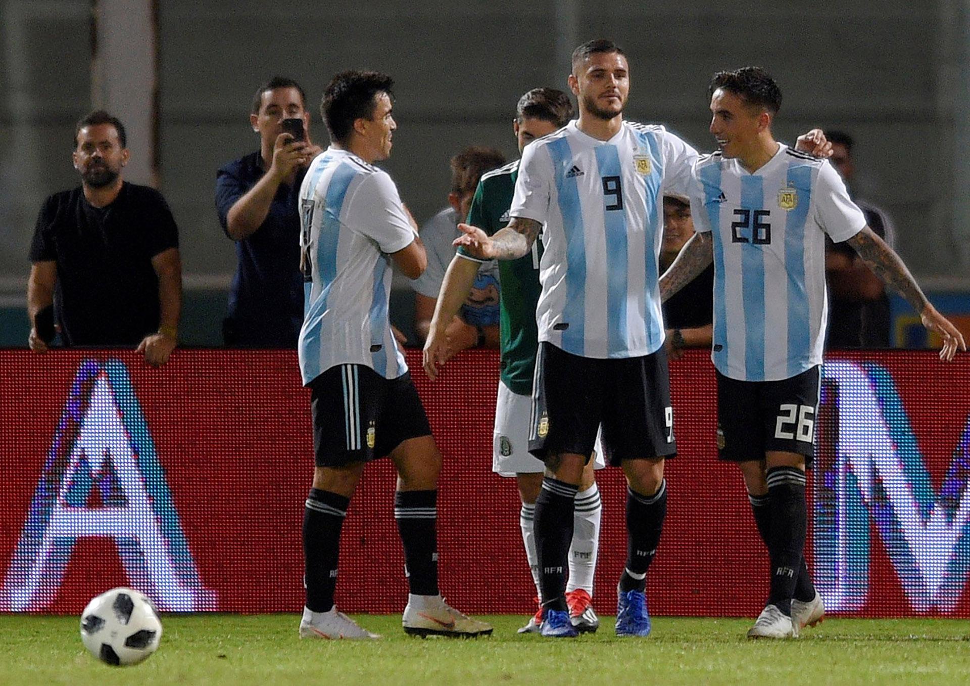 Mauro Icardi celebra el segundo gol, que pudo haber sido suyo (Reuters)