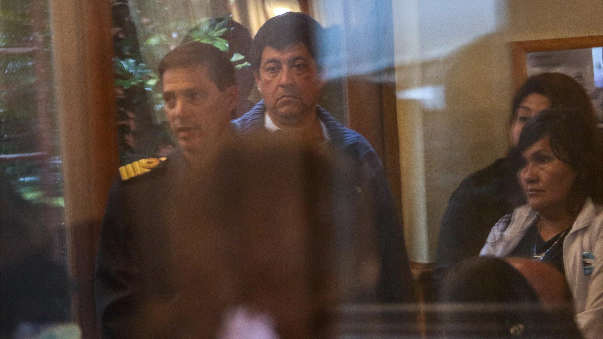 Así le comunicaron a un grupo de familiares los detalles del hallazgo de la embarcación (Christian Heit)