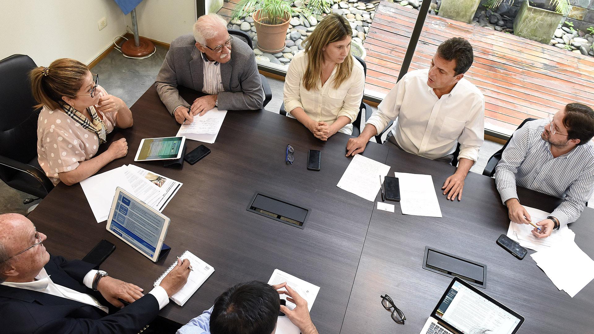 Sergio Massa y su equipo, durante la reunión con integrantes del FMI (Prensa Frente Renovador)