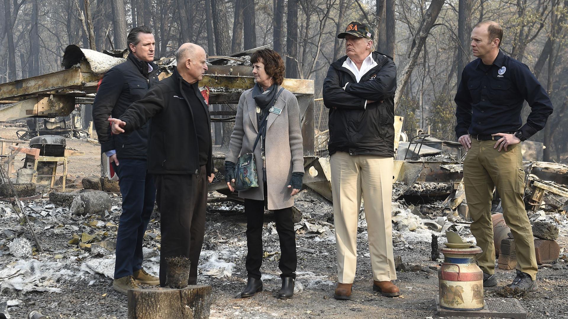Donald Trump y su equipo en California (AFP)