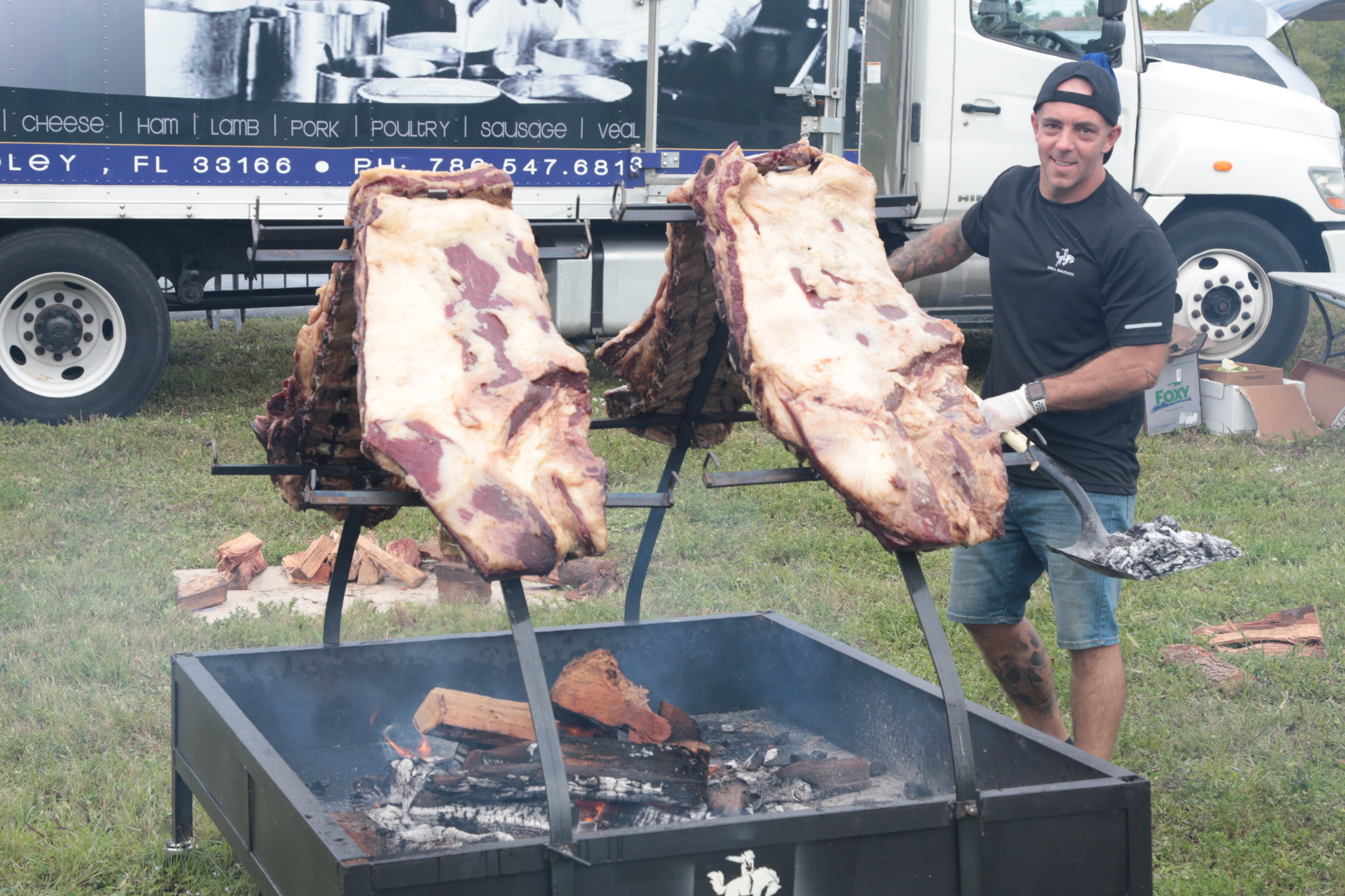 Para la competencia se asaron unos 500 kilos de carne, entre 40 y 50 por equipo.