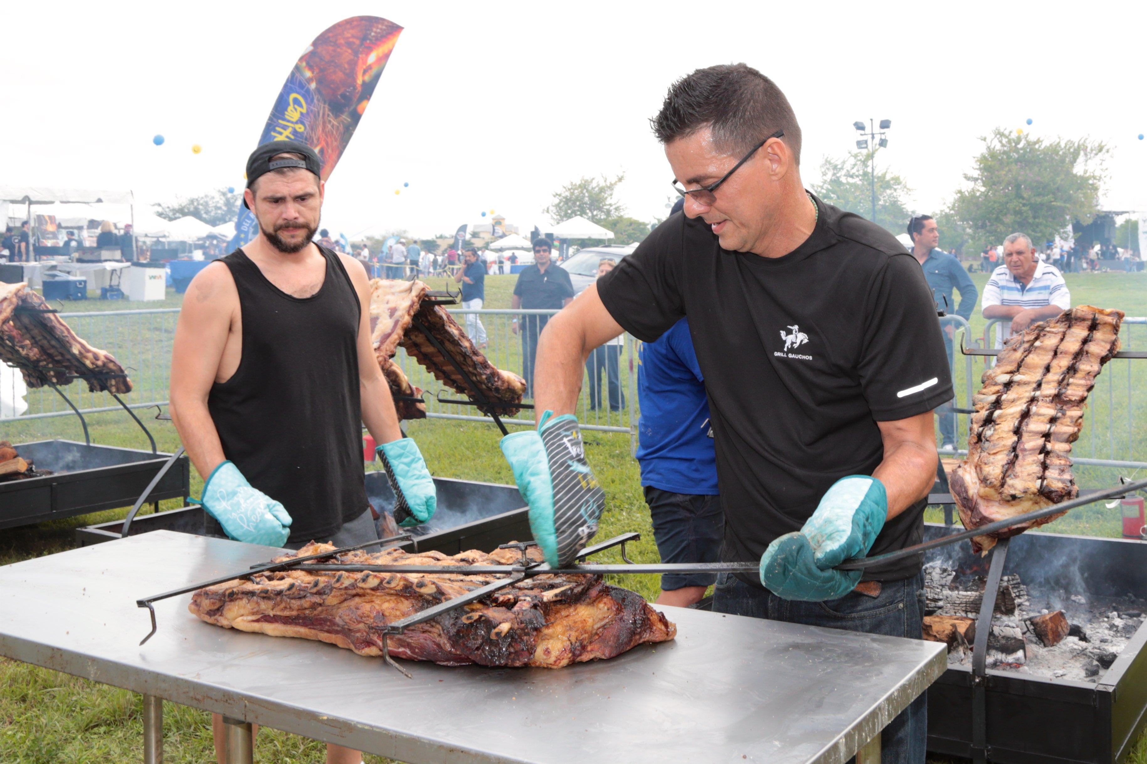 La carne se cortó al estilo argentino: cuadril, tira de asado, vacío, entraña.