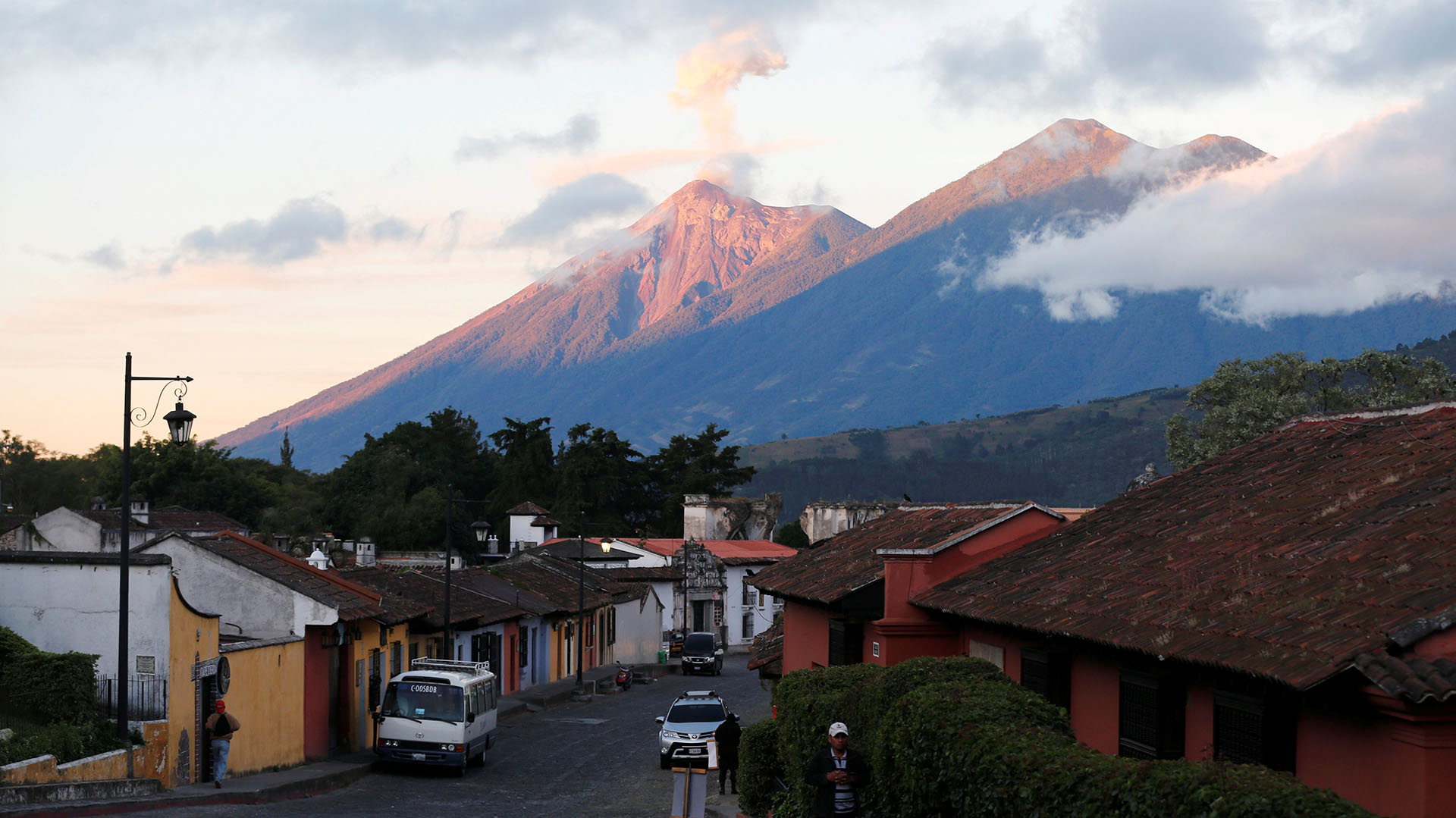 El volcán de Fuego visto desde Antigua Guatemala